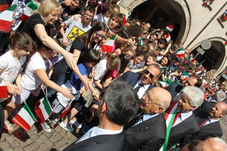 L'arrivo di fronte al municipio