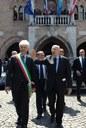 Il Presidente Giorgio Napolitano accompagnato dal Sindaco Claudio Pedrotti lascia il Palazzo Comunale(foto tratta da www.quirinale.it)