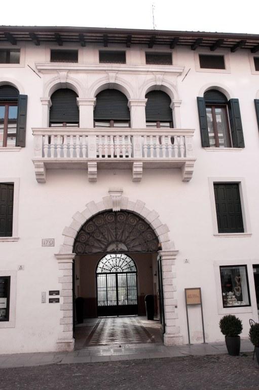 Palazzo Dolfin - particolare 01