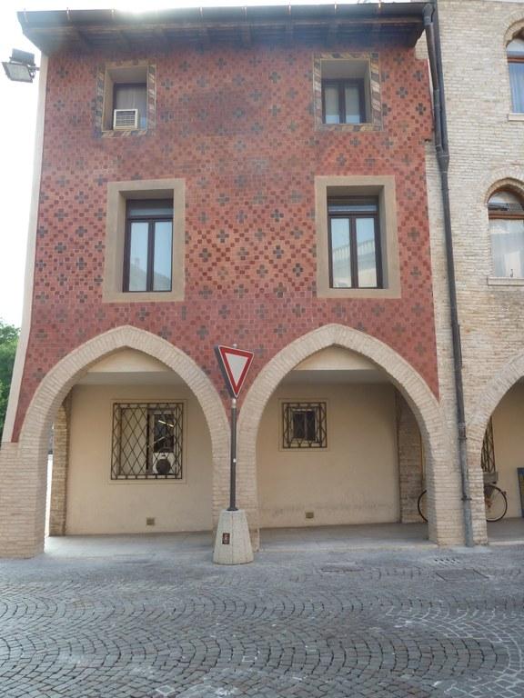 Edificio Gotico.JPG