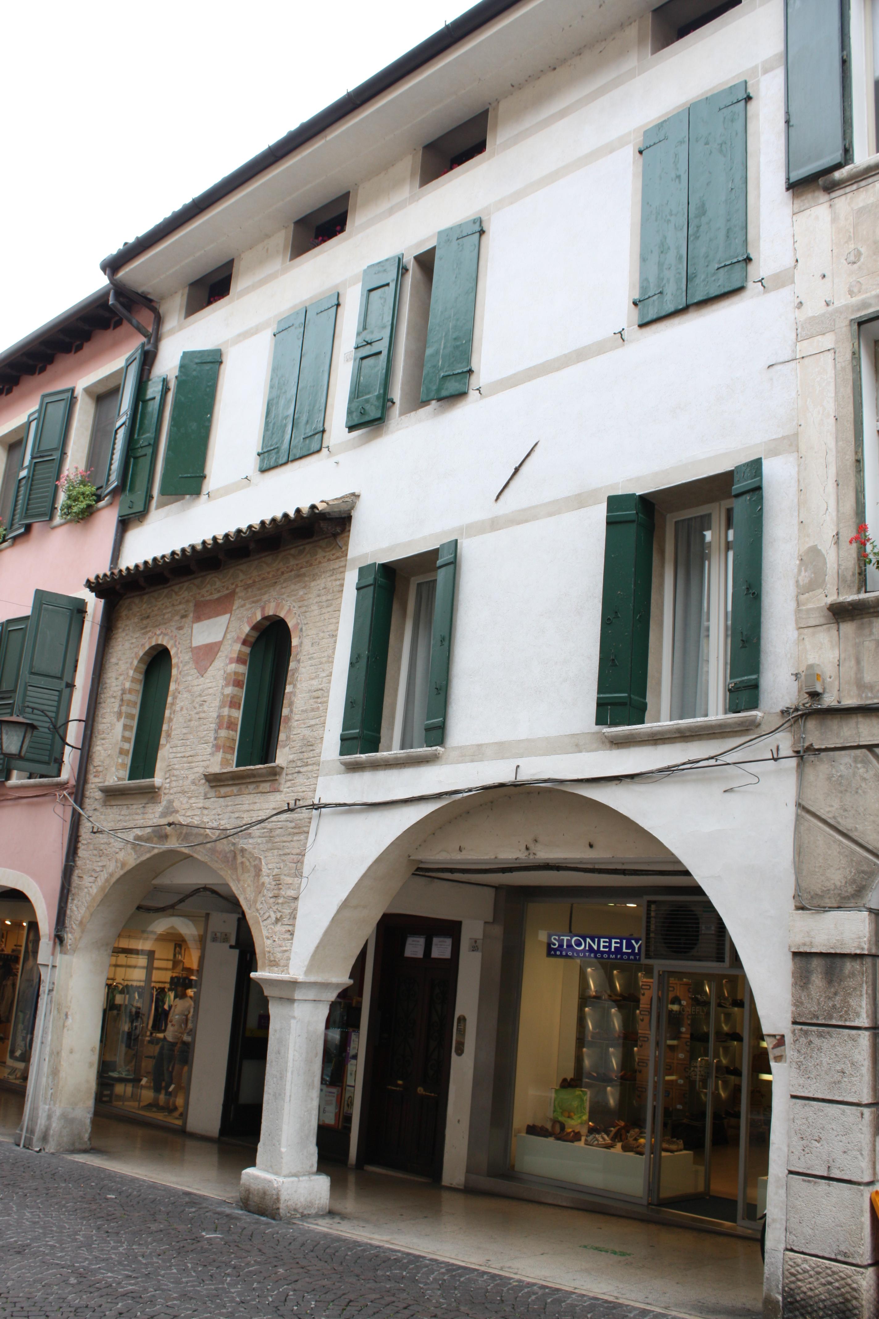 Palazzo del XIV sec.JPG