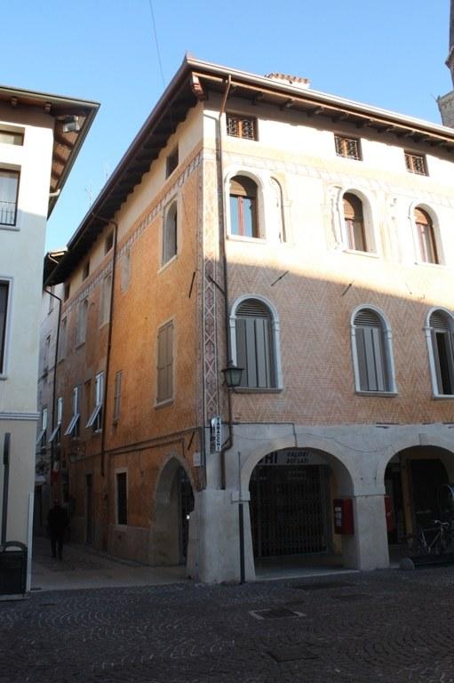 Via del castello (lato Palazzo Polacco-Barbarich-Scaramuzza)