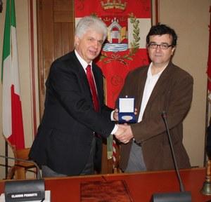 13 marzo 2013, il Sigillo della città allo scrittore spagnolo Javier  Cercas