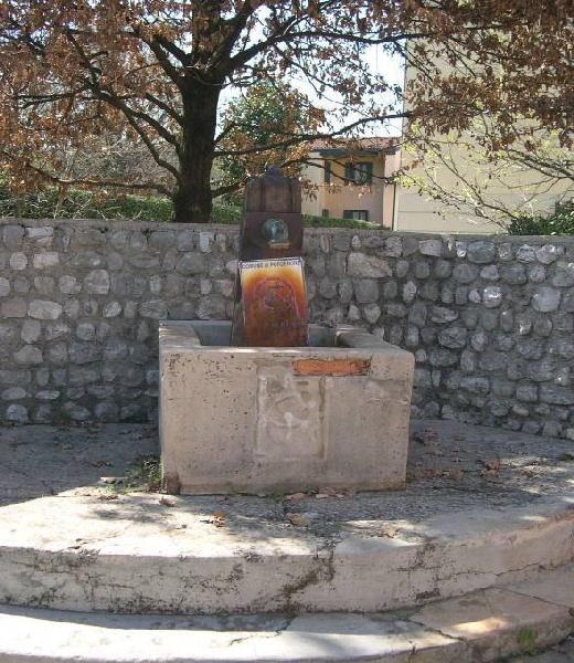 5-104-fontana-vicolo-vivuola.jpg