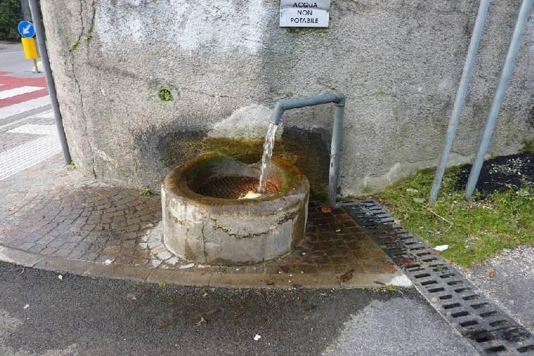 5-64-fontana-via-san-giuliano.jpg