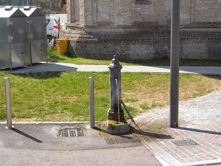 5-65-fontana-via-san-giuliano.jpg