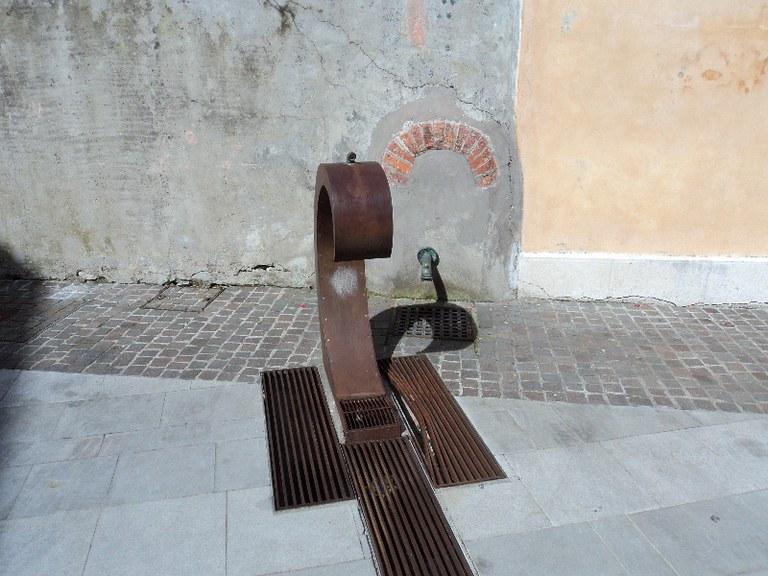 5-91-fontana-piazzetta-del-cristo.jpg