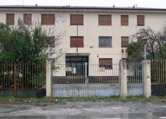 Caserma Monti, Ciriani: «Basta profughi a Pordenone, subito un tavolo per redistribuirli»