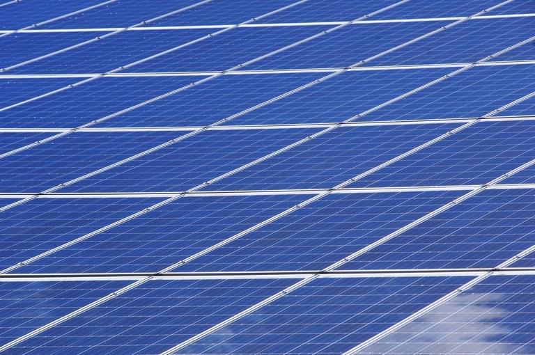 Approvata un'altra tranche del piano energia pulita da 6,7 milioni. Lavori tra giugno e settembre in sei strutture tra scuole e polisportivi.