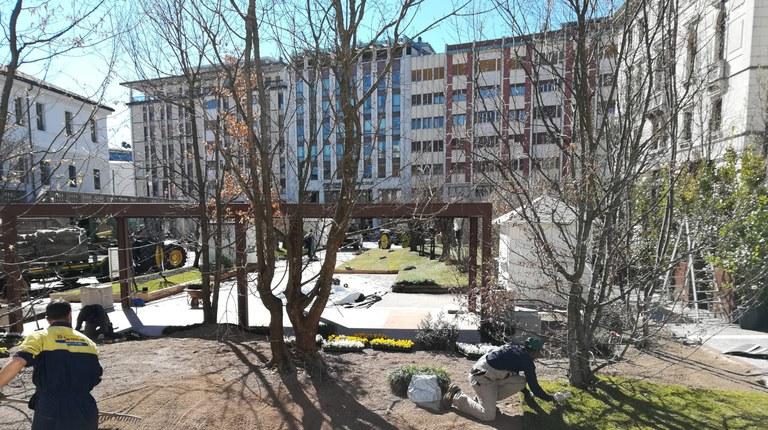 Giardino in piazza, inaugurazione tra natura,  prodotti tipici, carrozze e cavalli