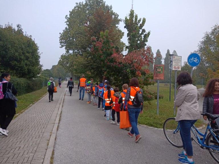 «Pedibus», oltre 200 bambini a scuola a piedi