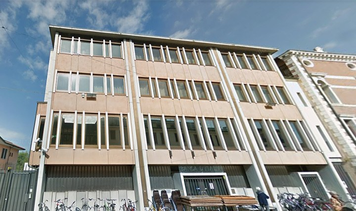 Lo storico immobile di piazza Cavour era inutilizzato da diversi anni