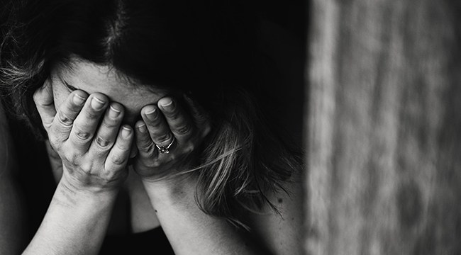 Violenza sulle donne, come chiedere aiuto