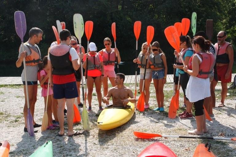 Foto  Lezione teorica sulla conduzione  della canoa