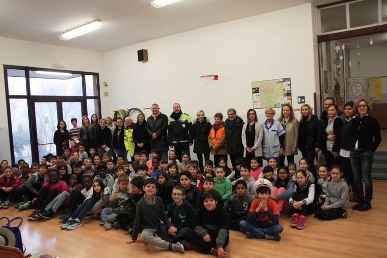 Foto  L'incontro tra amministratori pubblici referenti del progetto  e alunni