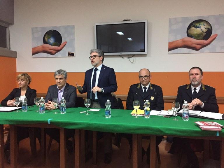 Foto Il tavolo con gli assessori e i comandanti della Polizia locale