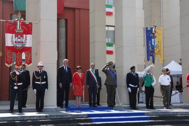 Foto   Autorità davanti alla Prefettura