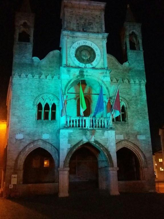 Foto Municipio illuminato