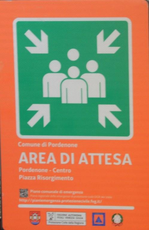 """foto Cartello che indica  """"area di attesa"""""""
