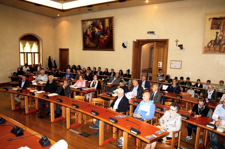 Foto La sala consiliare con il numeroso pubblico