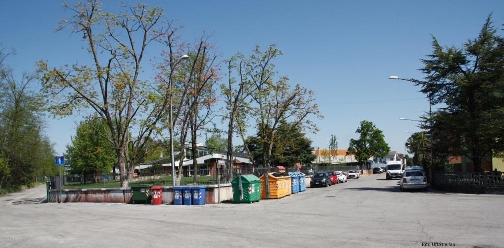 Foto Area esterna della scuola  dell'infanzia via Fiamme Gialle