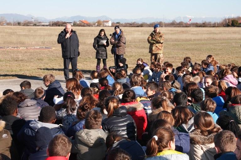 Foto  Studenti in attesa delle premiazioni