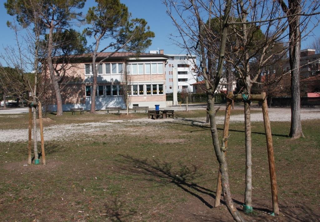 Foto   Nel cortile della scuola in via del Carabiniere
