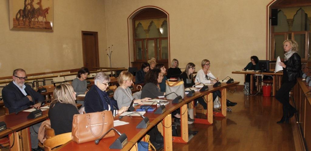 Foto  Riunione nella sala consiliare
