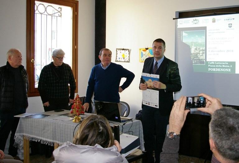 Foto  Il  sindaco Alessandro Ciriani alla presentazione del calendario 2017