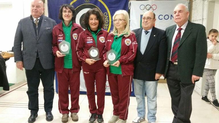 Foto  Le atlete premiate con l'assessore allo sport Walter De Bortoli e i vertici dirigenziali della disciplina sportiva