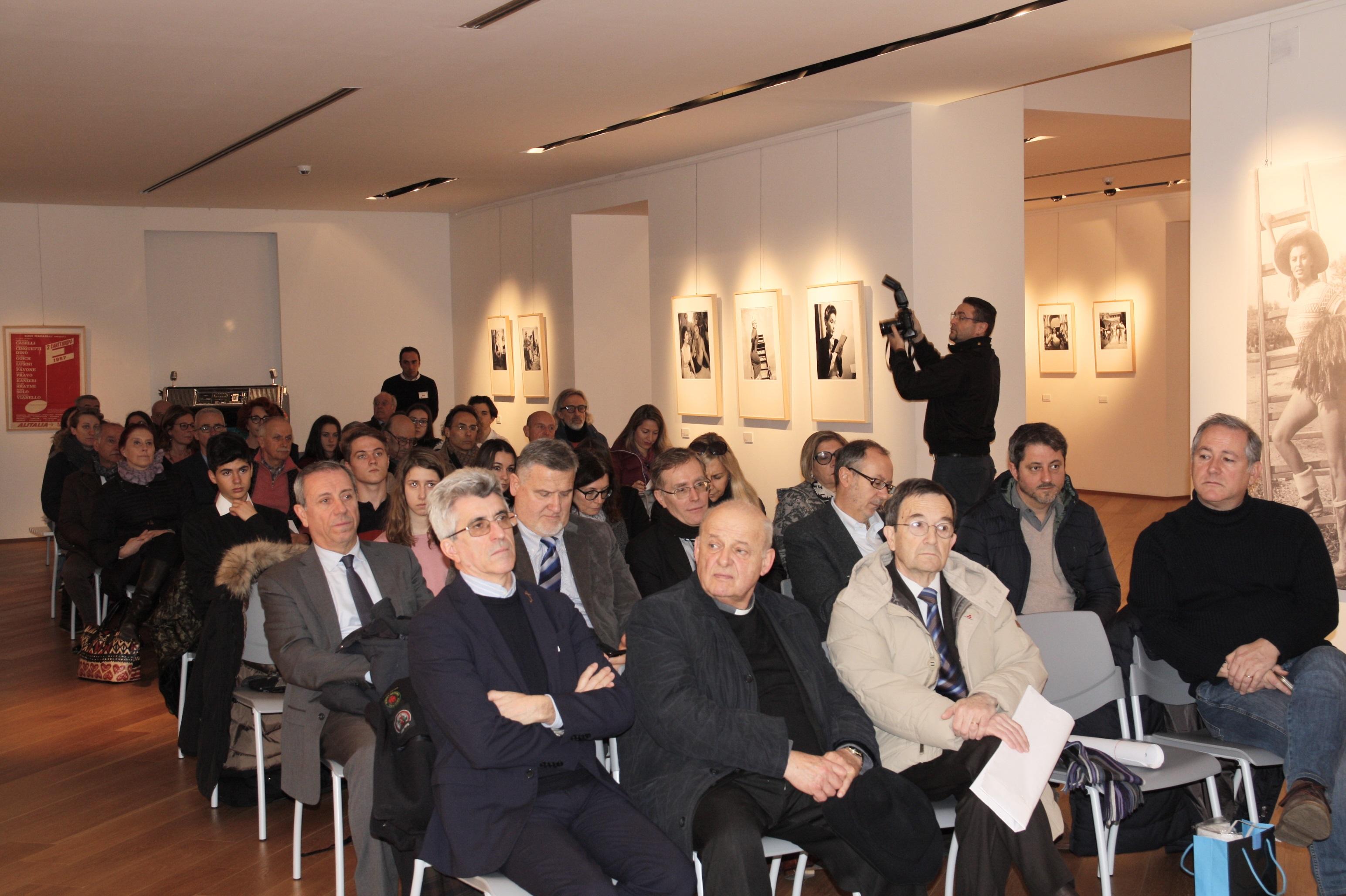 foto  Pubblico alla conferenza stampa
