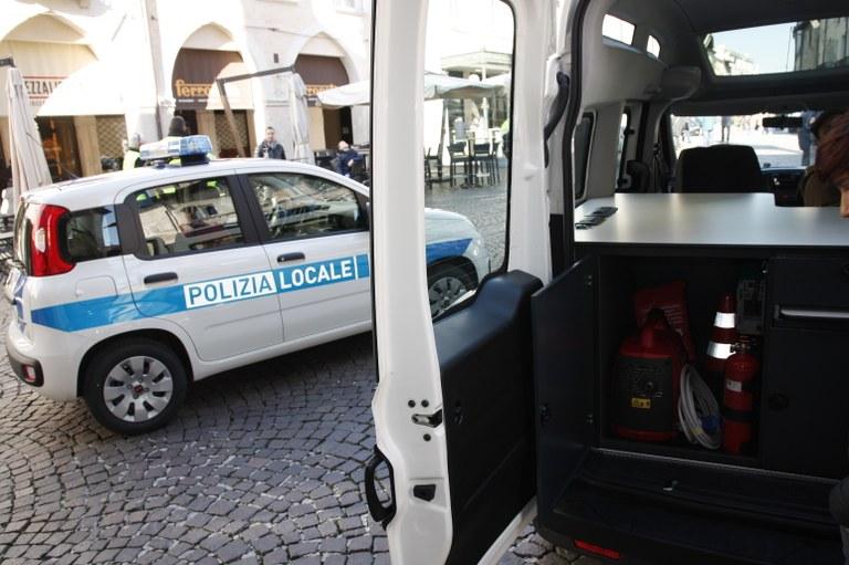Foto   Mezzo come ufficio mobile
