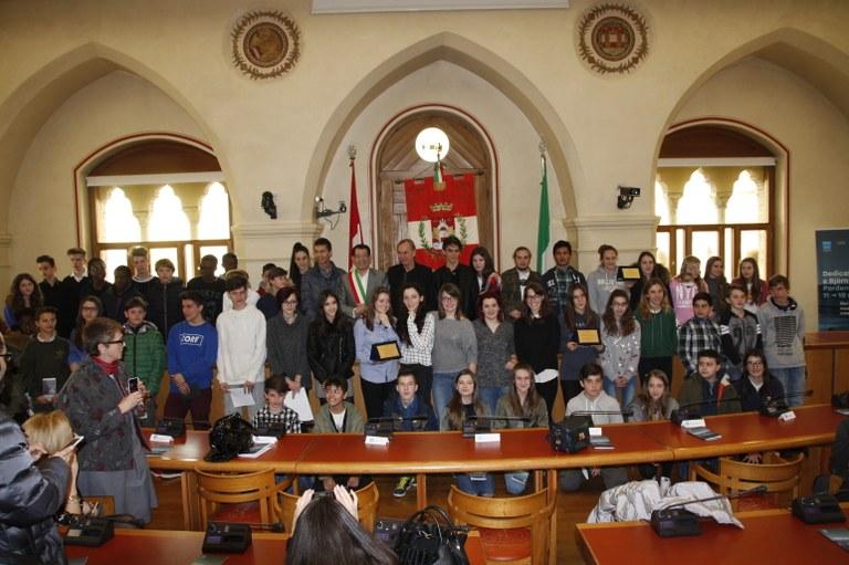 Foto  Autorità e studenti premiati