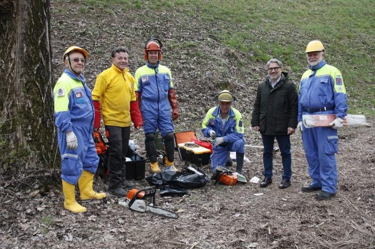 Foto  Volontari con l'assessore Emanuele Loperfido