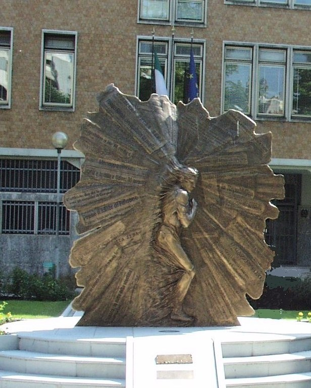 Foto Il monumento  in Onore dei caduti per servizio istituzionale