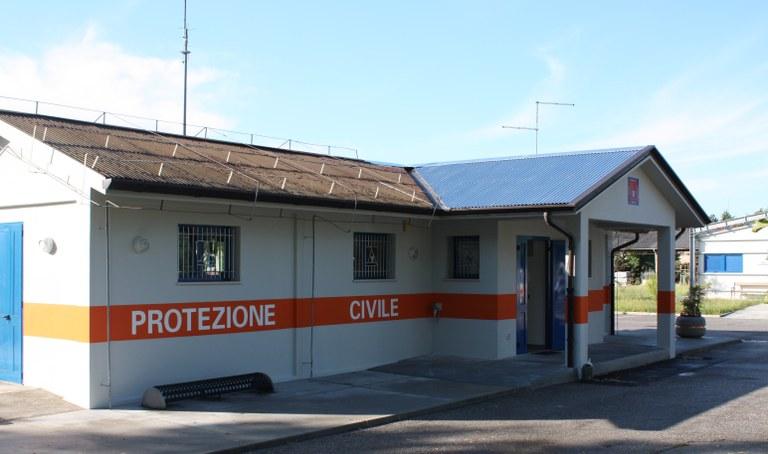 Foto Una delle strutture della Protezione civile in via Ungaresca
