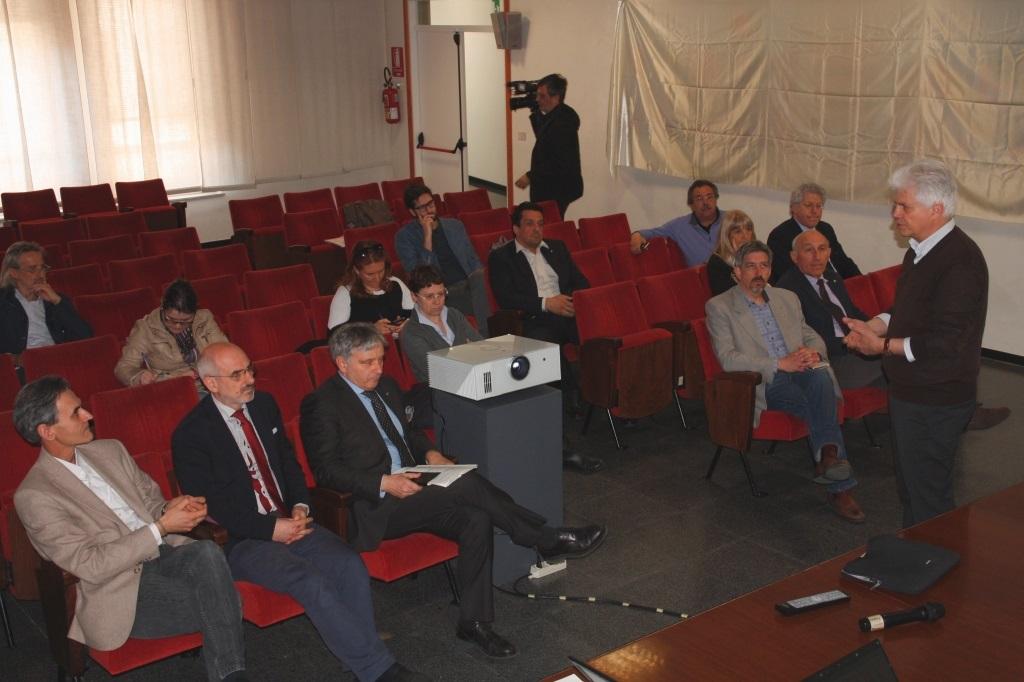 Foto  Gli Assessori commentano gli argomenti  di pertinenza
