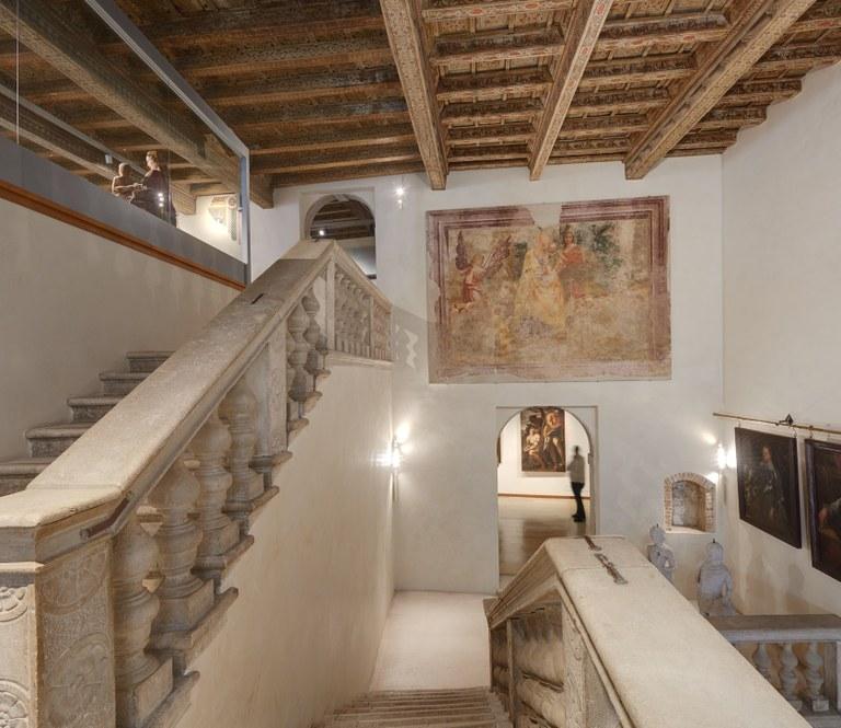 Foto Museo Civico   Lo scalone e l'affresco La fuga