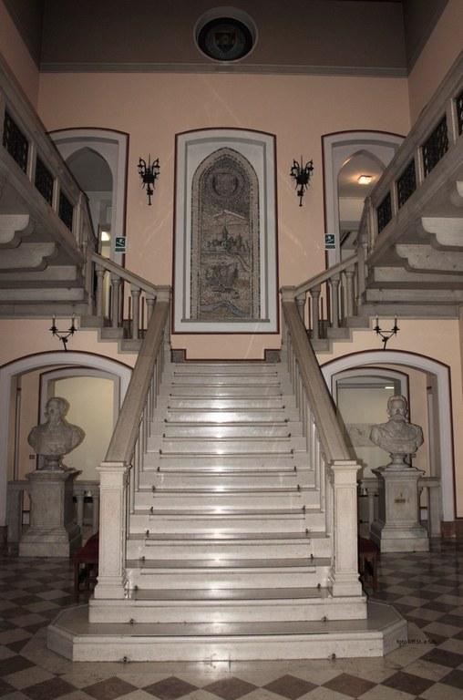 Foto L'atrio della parte storica del Municipio