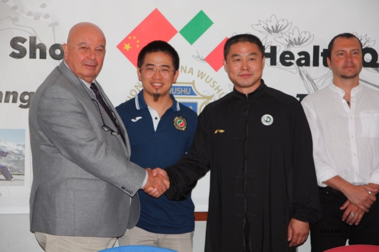 Foto  L'assessore Walter di De Bortoli con il prof Tang Tiejun