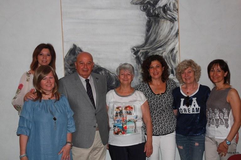 Foto L'Assessore Walter De Bortoli con alcune associate di EVA