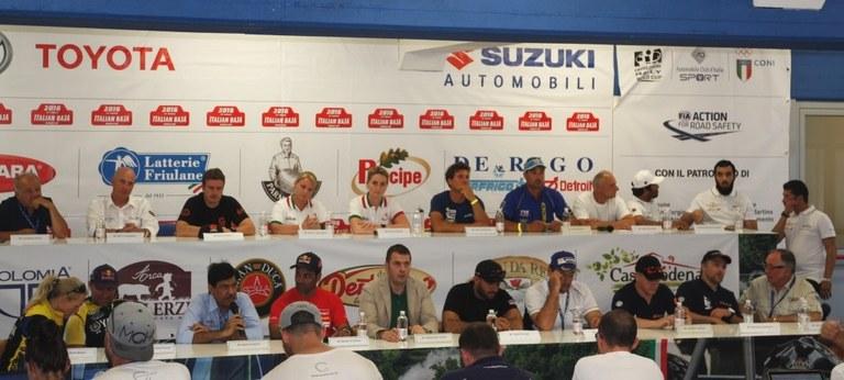 Foto Il Sindaco Alessandro Ciriani e gli equipaggi