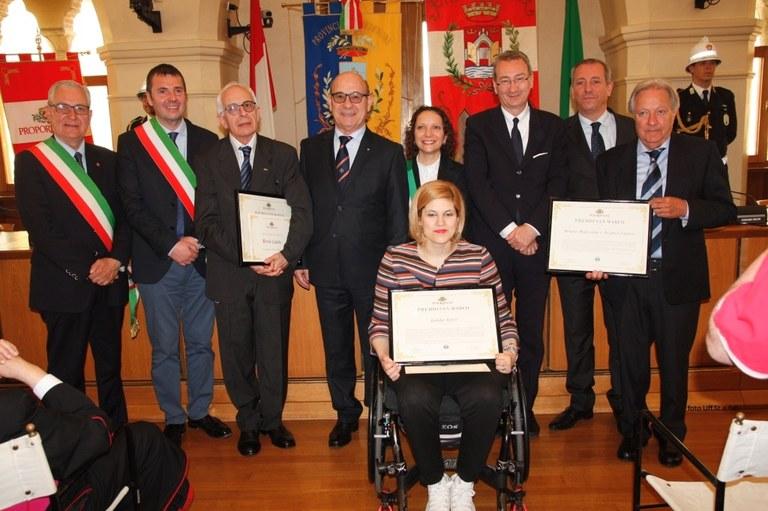 Foto I premiati e le autorità  in sala consiliare