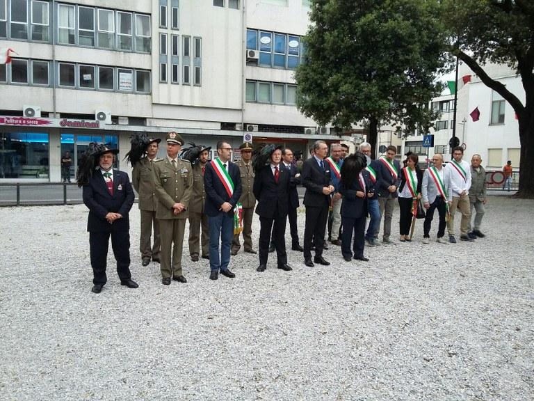 Autorità in piazzale Ellero per gli onori ai Caduti