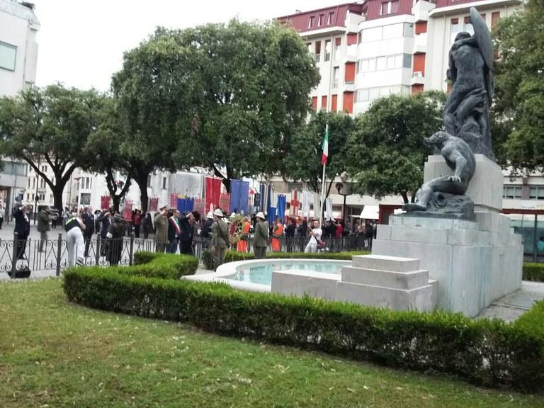 Onori ai Caduti al  Monumento