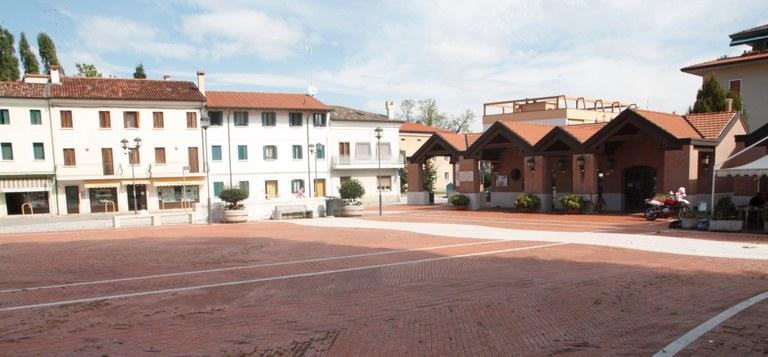 Foto Piazza Don Lozer