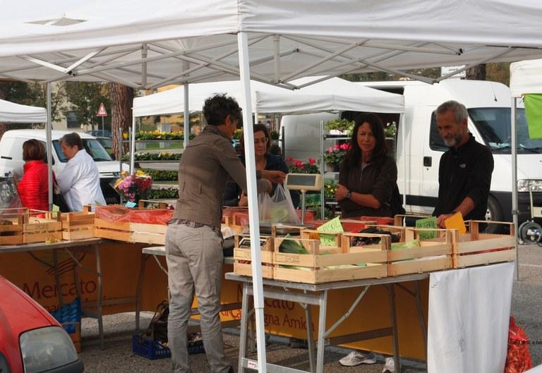 Foto Banchi di vendita con prodotti a Km zero