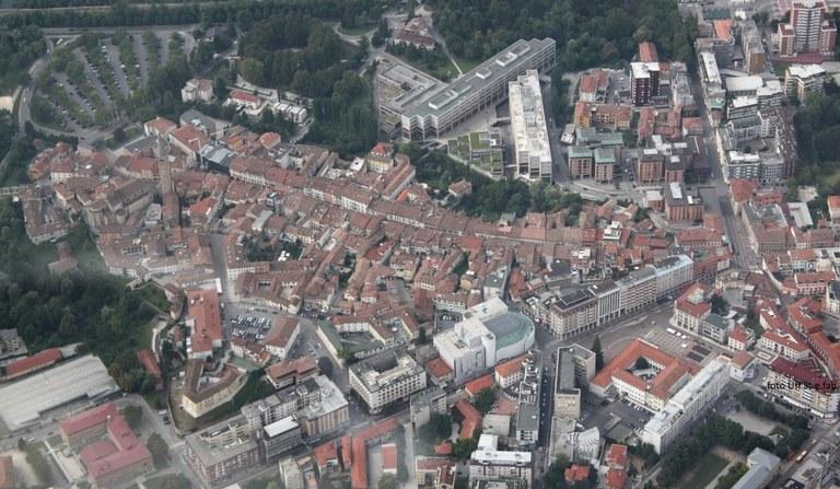 Foto  Veduta aerea del centro cittadino