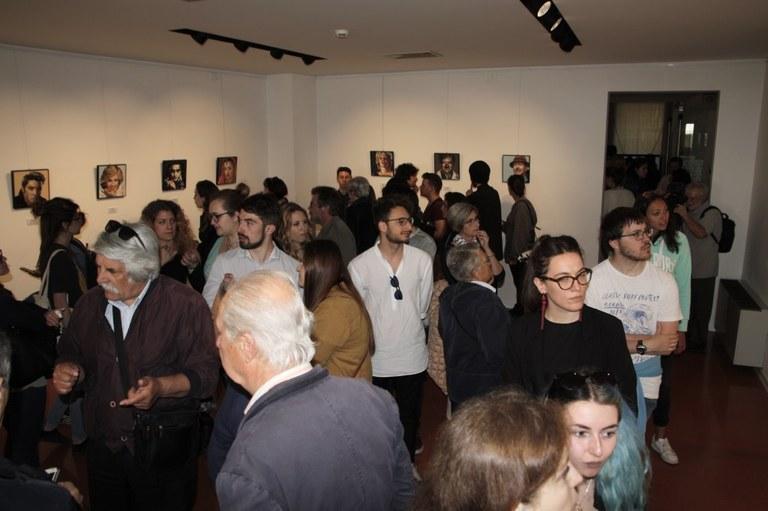 Foto   Studenti della Scuola Mosaicisti del Friuli alla mostra