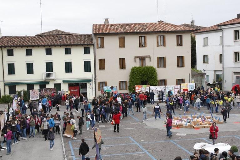 Foto in Piazza della Motta  Esposti i progetti